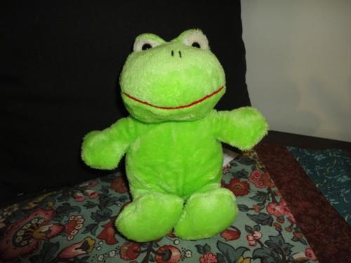 Russ Berrie Little Green Frog Retired Nr. 36155