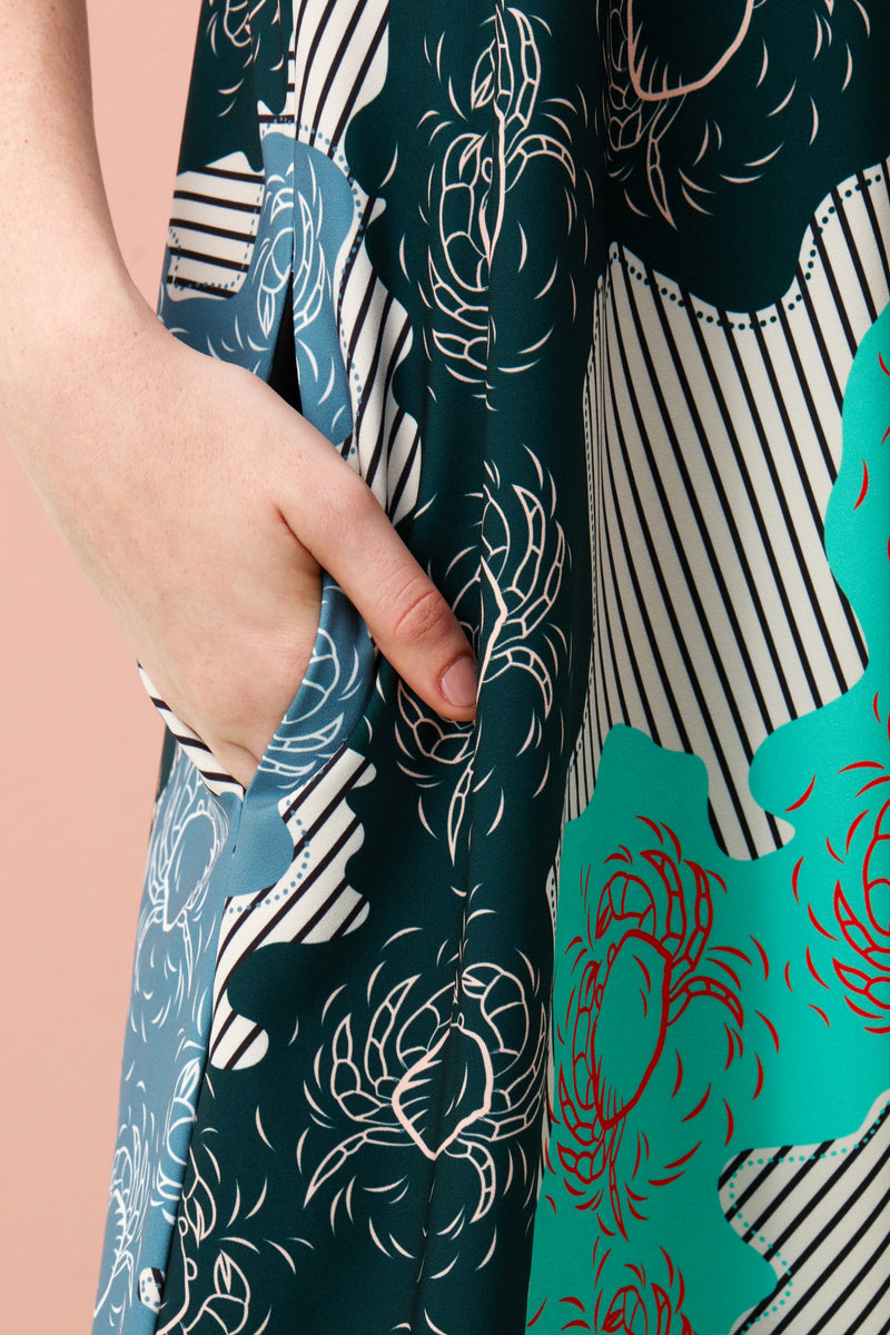 If sharply asymmetrical looks aren't your thing, slip on our effortlessly chic Mullet Dress that gently slopes longer at the back hem. Printed with our limited edition Singapore Food Series – Mint Chilli Crab print on our smooth and comfortable Tencel, this is the ultimate soft drape dress.