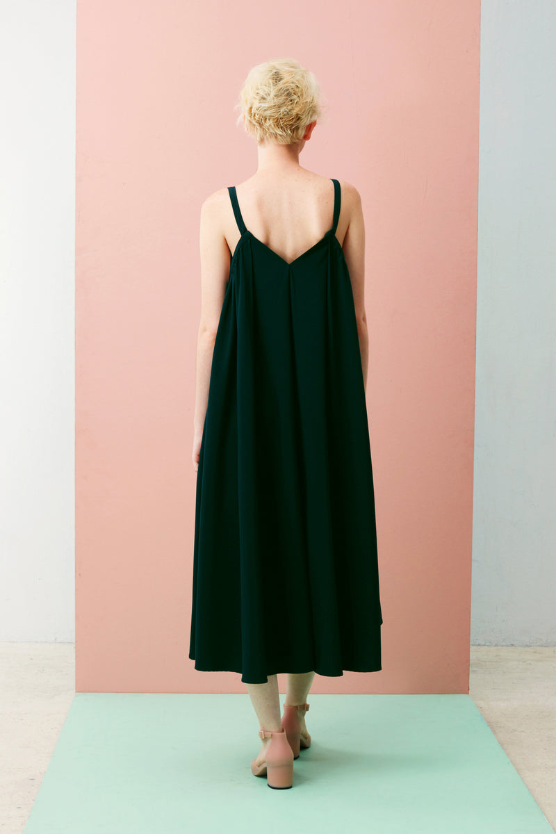 If sharply asymmetrical looks aren't your thing, slip on our effortlessly chic V-Neck Dress that gently slopes longer at the back hem. Made with our smooth and comfortable Tencel, this is the ultimate soft drape dress.V-Neck Gathered Maxi (Forest Green)