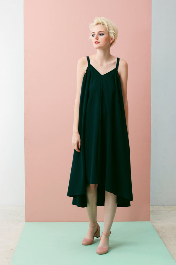 https://cdn.shopify.com/s/files/1/0741/9375/files/16x9-_V-Neck_Gathered_Maxi_Forest_Green.mp4?v=1584683542 V-Neck Gathered Maxi (Forest Green). If sharply asymmetrical looks aren't your thing, slip on our effortlessly chic V-Neck Dress that gently slopes longer at the back hem. Made with our smooth and comfortable Tencel, this is the ultimate soft drape dress.