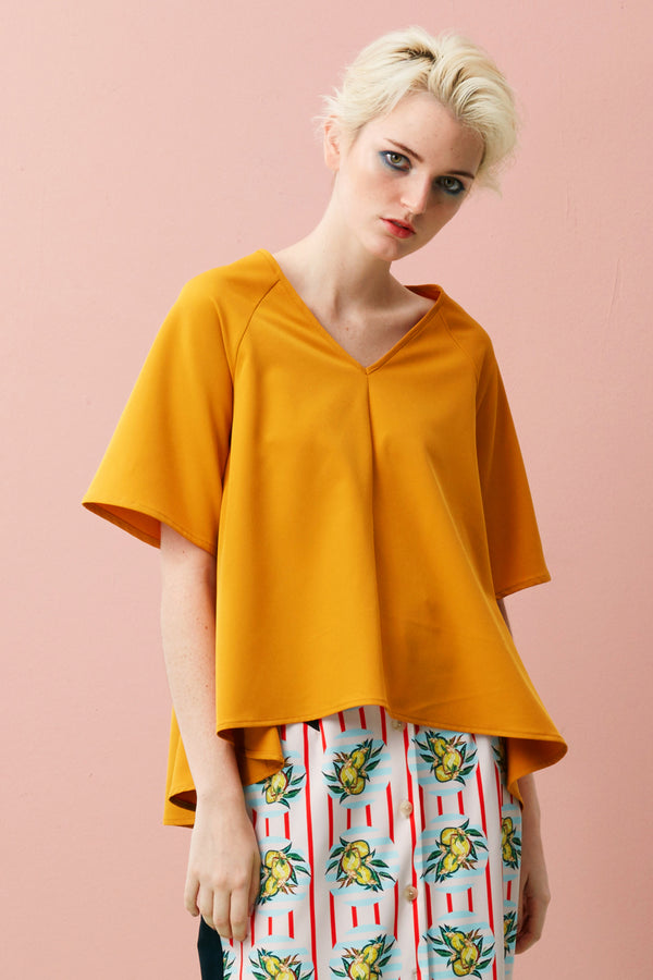 This Mullet Top has a structured swing fit which is slightly oversized, comfortable and drapes beautifully over your shoulder. With its raglan sleeves and simple v-neckline, this contemporary style is flattering on all body types. Pair with tapered pants or fitted skirt, allow the yellow to add a dash of colour to your wardrobe!