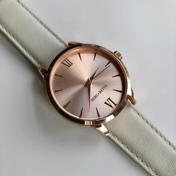 Ethically and sustainably made minimalistic Rose Gold watch for your capsule wardrobe