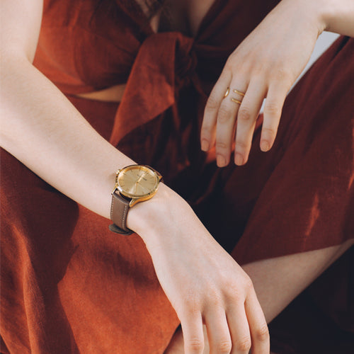 BERG+BETTS minimalistic gold watch with sustainable brown leather strap