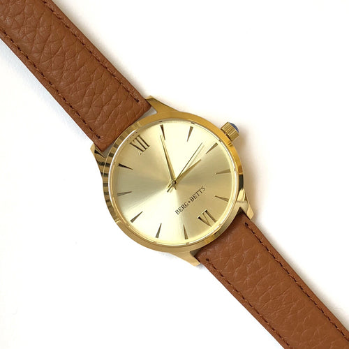 Minimalistic round gold watch with camel strap made from recycled leather