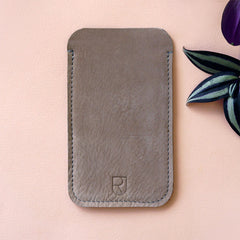 leather Iphone sleeve taupe - Renske Versluijs