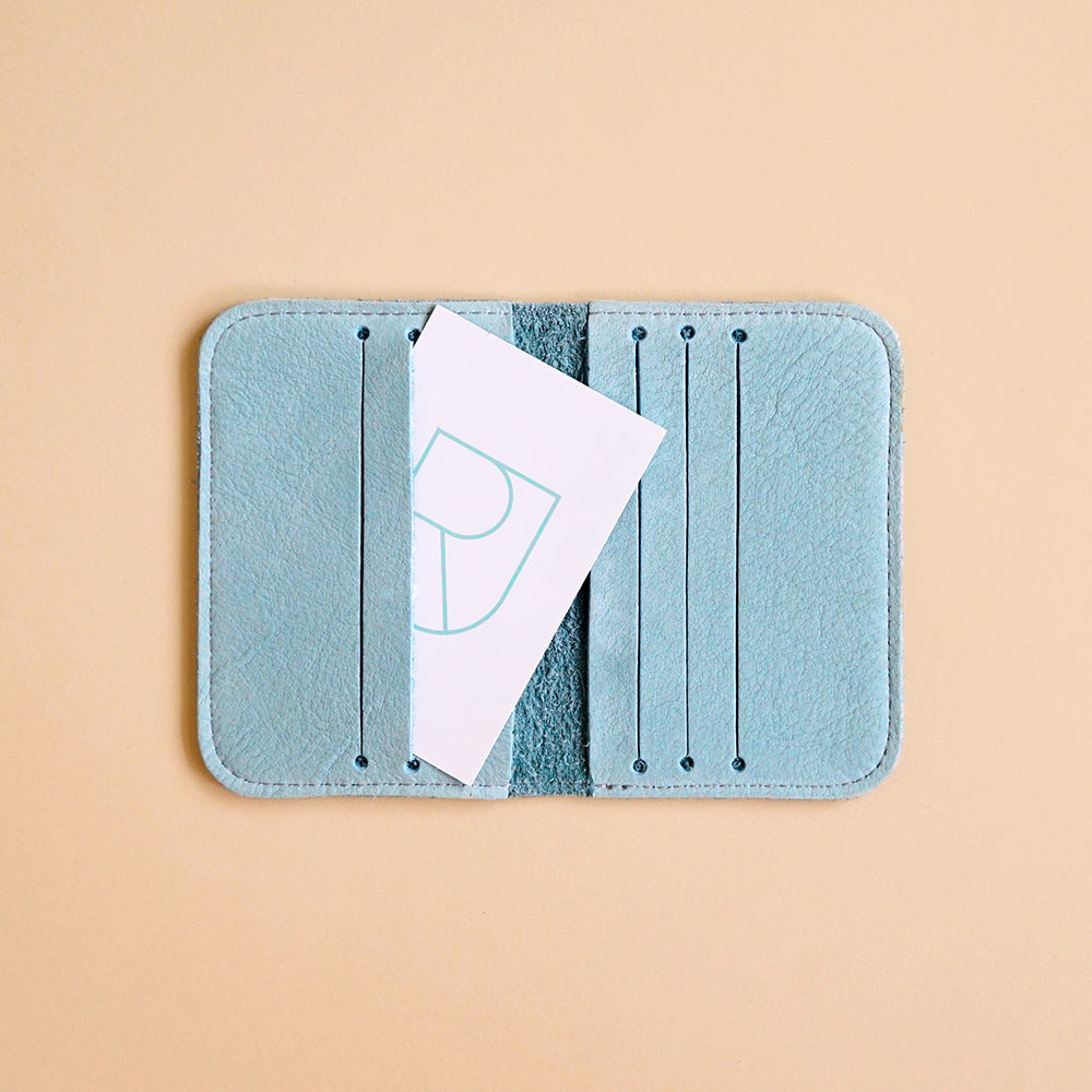Renske Versluijs - leather card sleeve mint