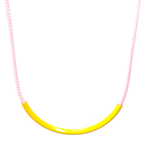 Curve Necklace in Yellow/Pink