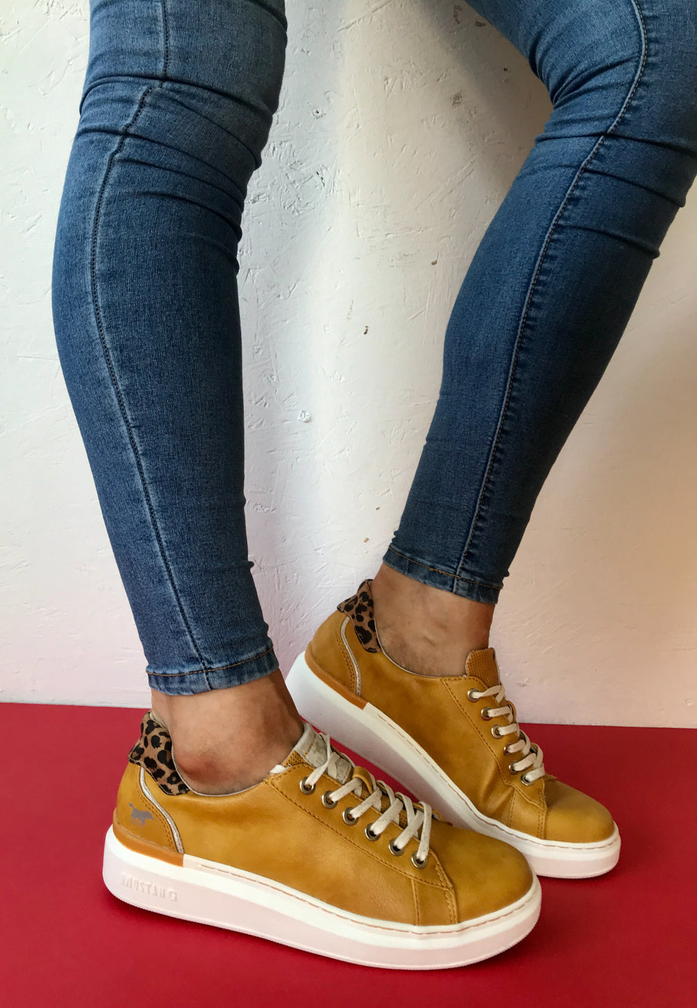yellow mustang Trainers