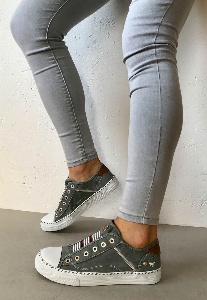grey canvas shoes mustang