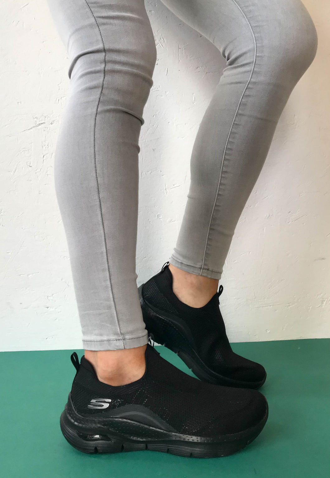 black skechers arch fit