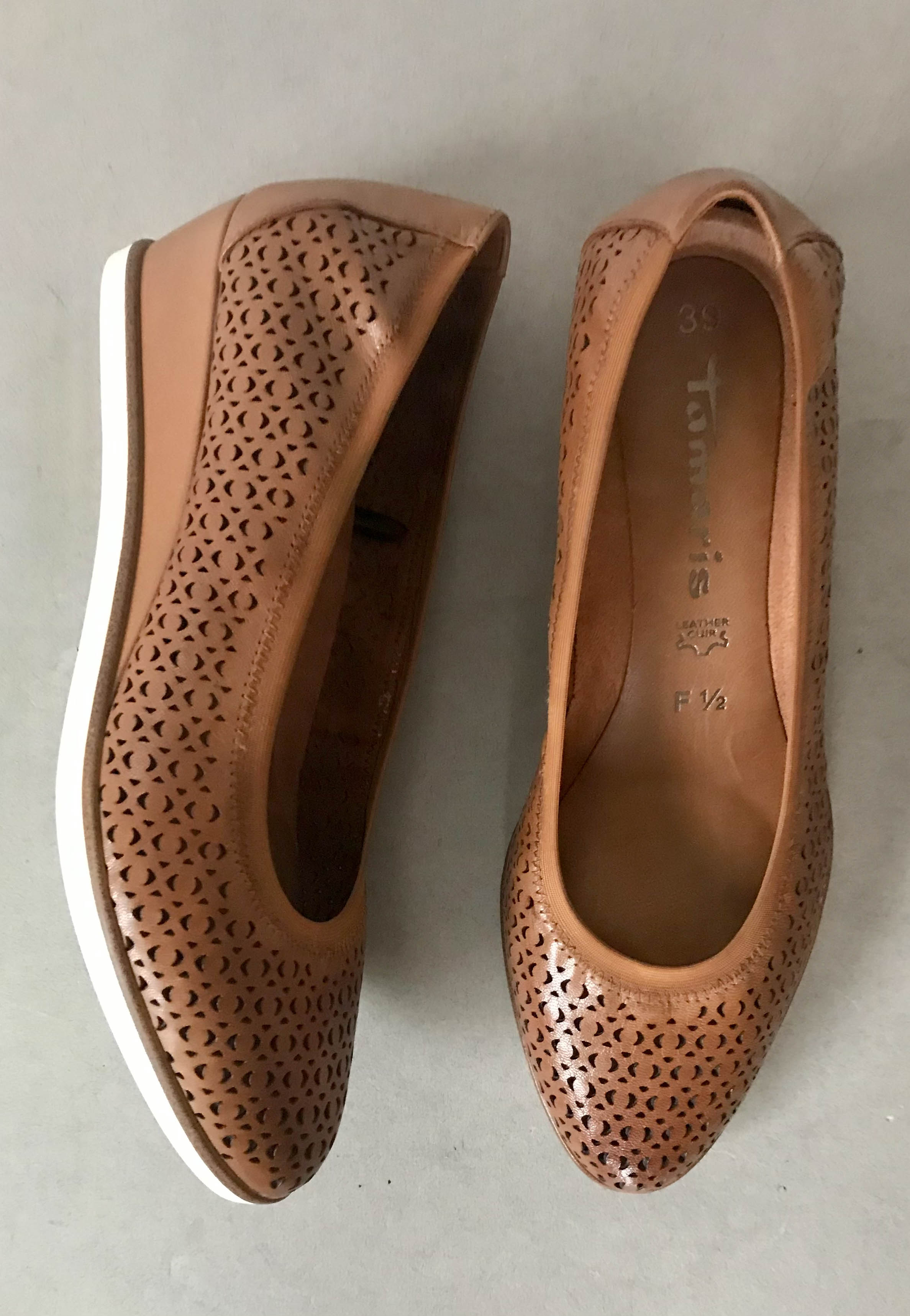 tan leather shoes