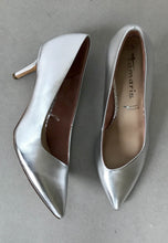 Load image into Gallery viewer, silver high heeled shoes