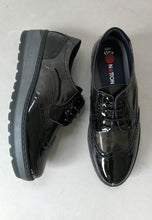 Load image into Gallery viewer, Black patent shoes