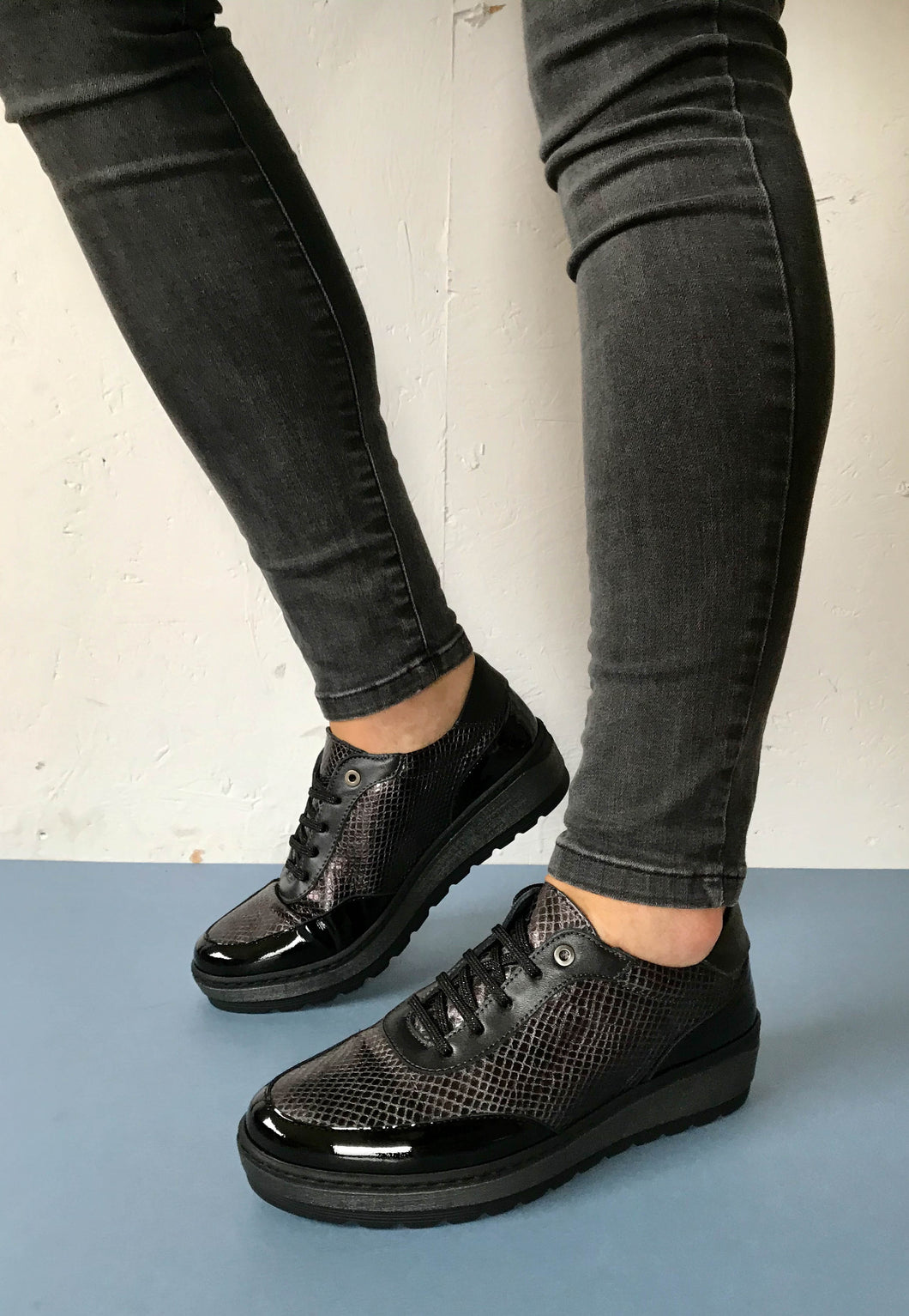 womens laced shoes