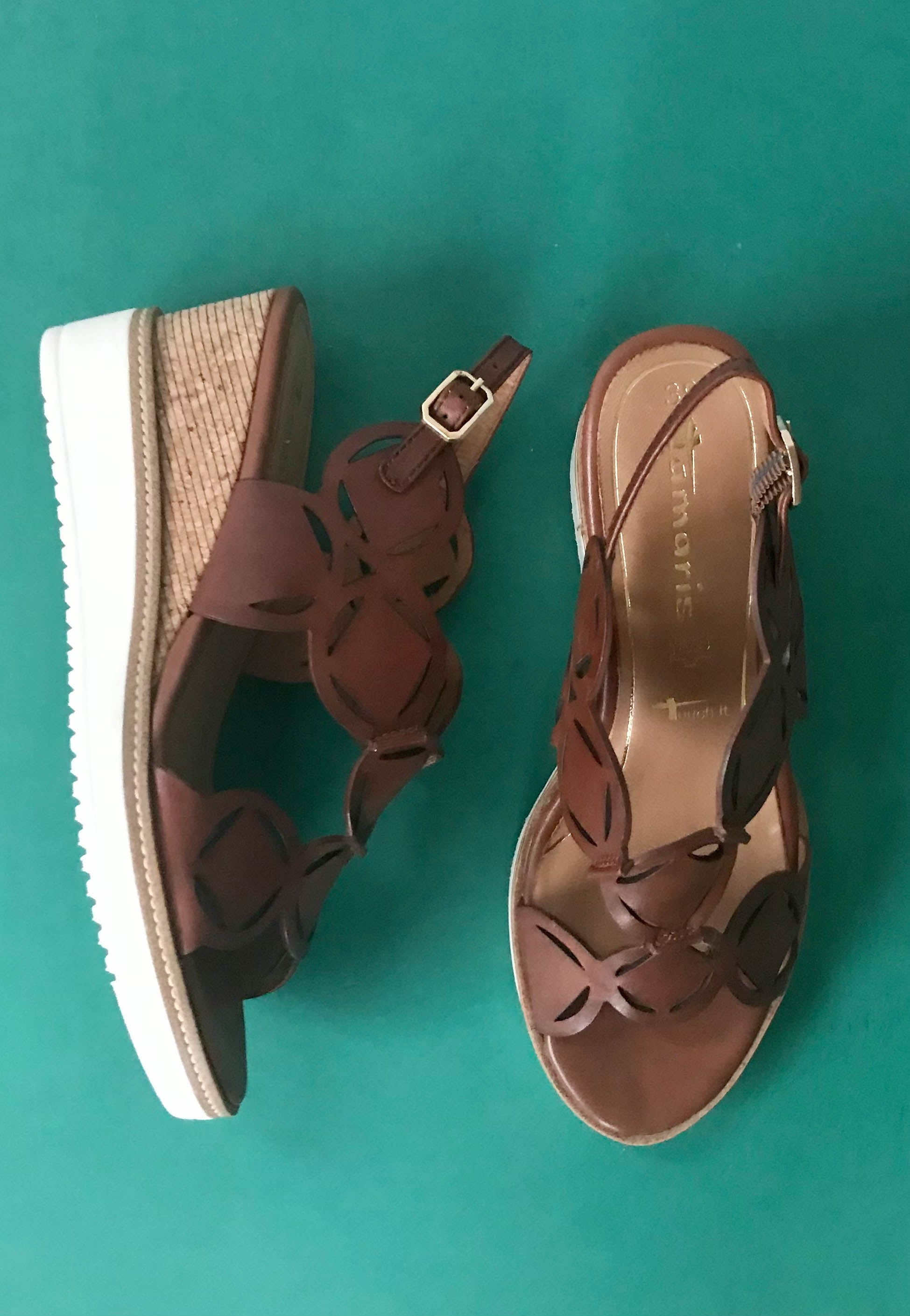 tan sandals tamaris