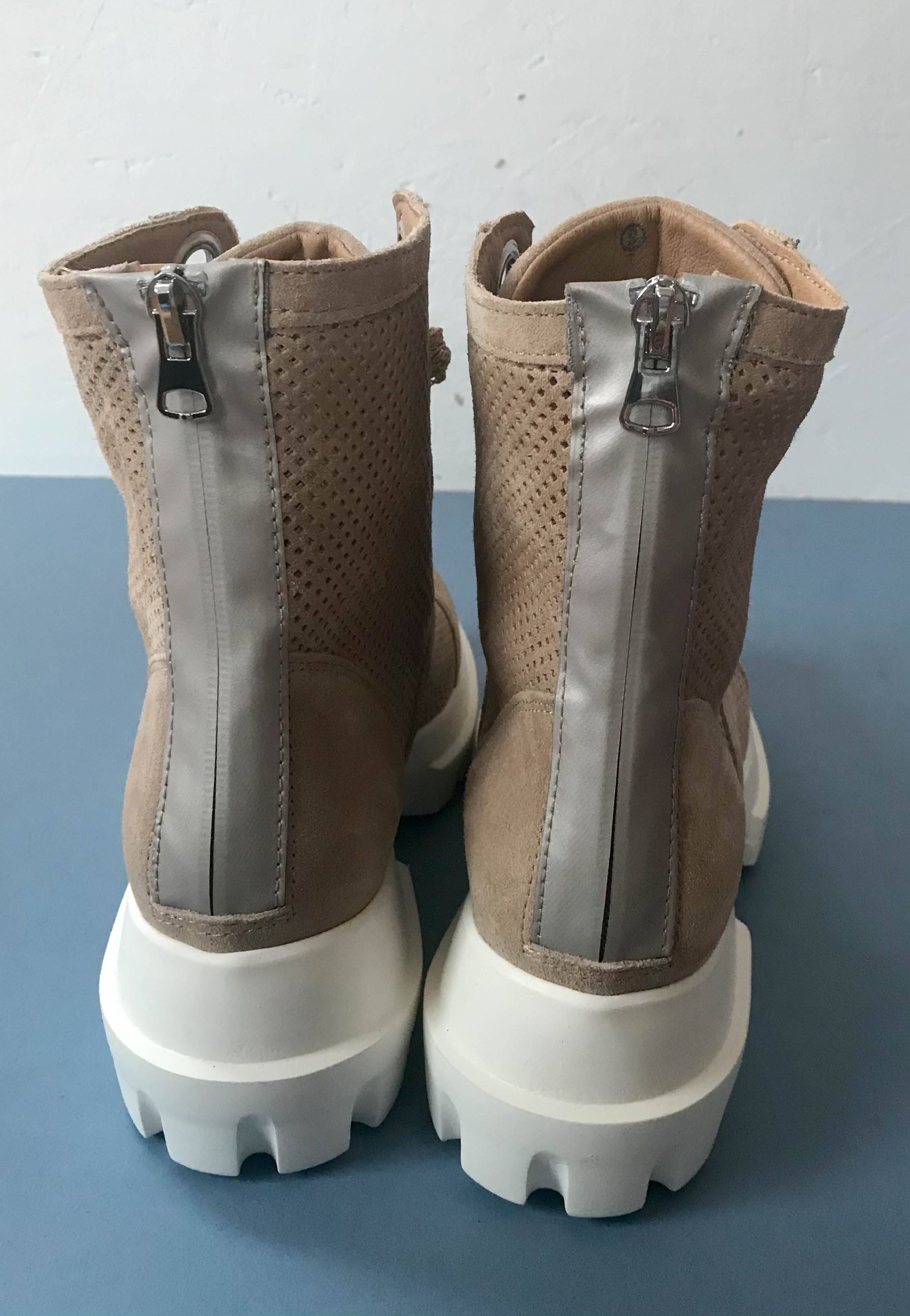 sporty boots alpe