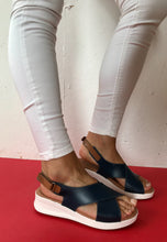 Load image into Gallery viewer, flat sandals navy