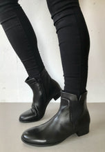 Load image into Gallery viewer, black leather boots