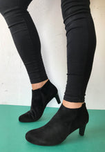 Load image into Gallery viewer, black suede ankle boots