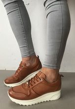 Load image into Gallery viewer, tan leather trainers Carmela