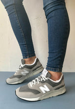 Load image into Gallery viewer, grey runners New Balance