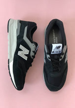 Load image into Gallery viewer, new balance shoes