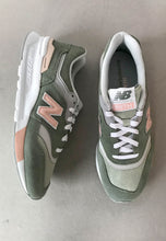 Load image into Gallery viewer, new balance womens trainers