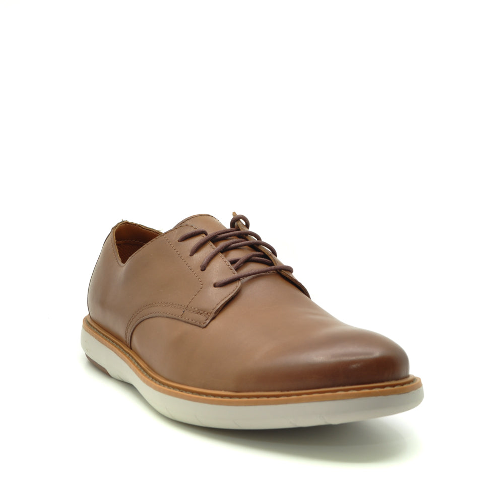 Clarks tan shoes