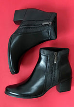 Load image into Gallery viewer, black ankle boots