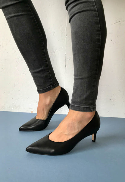 Court shoes for women