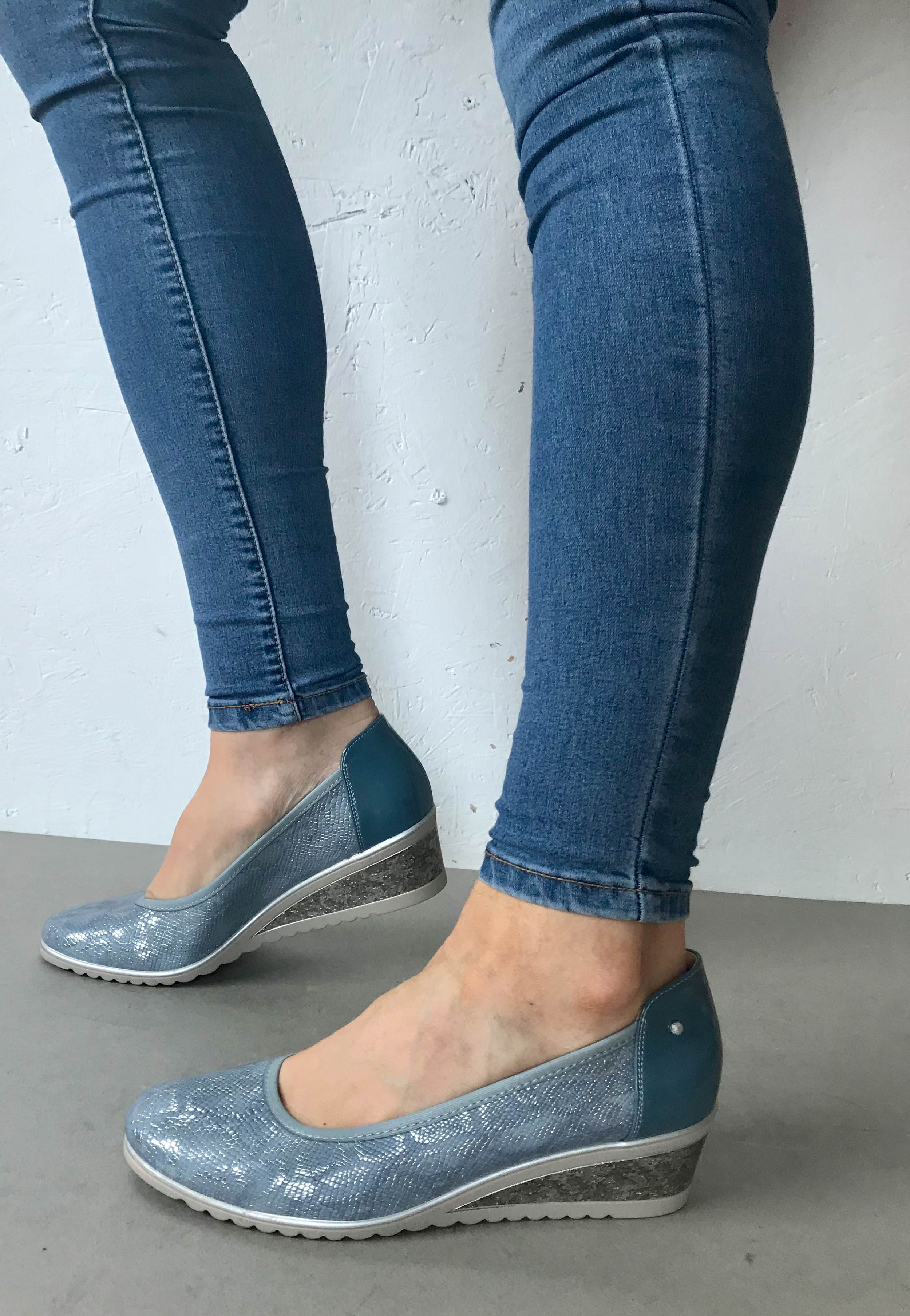 fashionable womens shoes blue