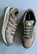 Load image into Gallery viewer, hiking shoes merrell