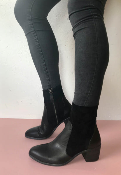 black ankle boots Bueno