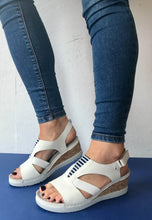 Load image into Gallery viewer, white sandals zanni