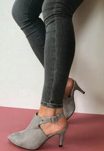 Load image into Gallery viewer, heels grey