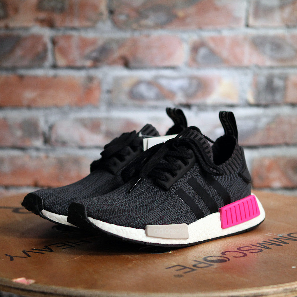 adidas Originals NMD_R1 PK W - BLACK/SHOCK PINK