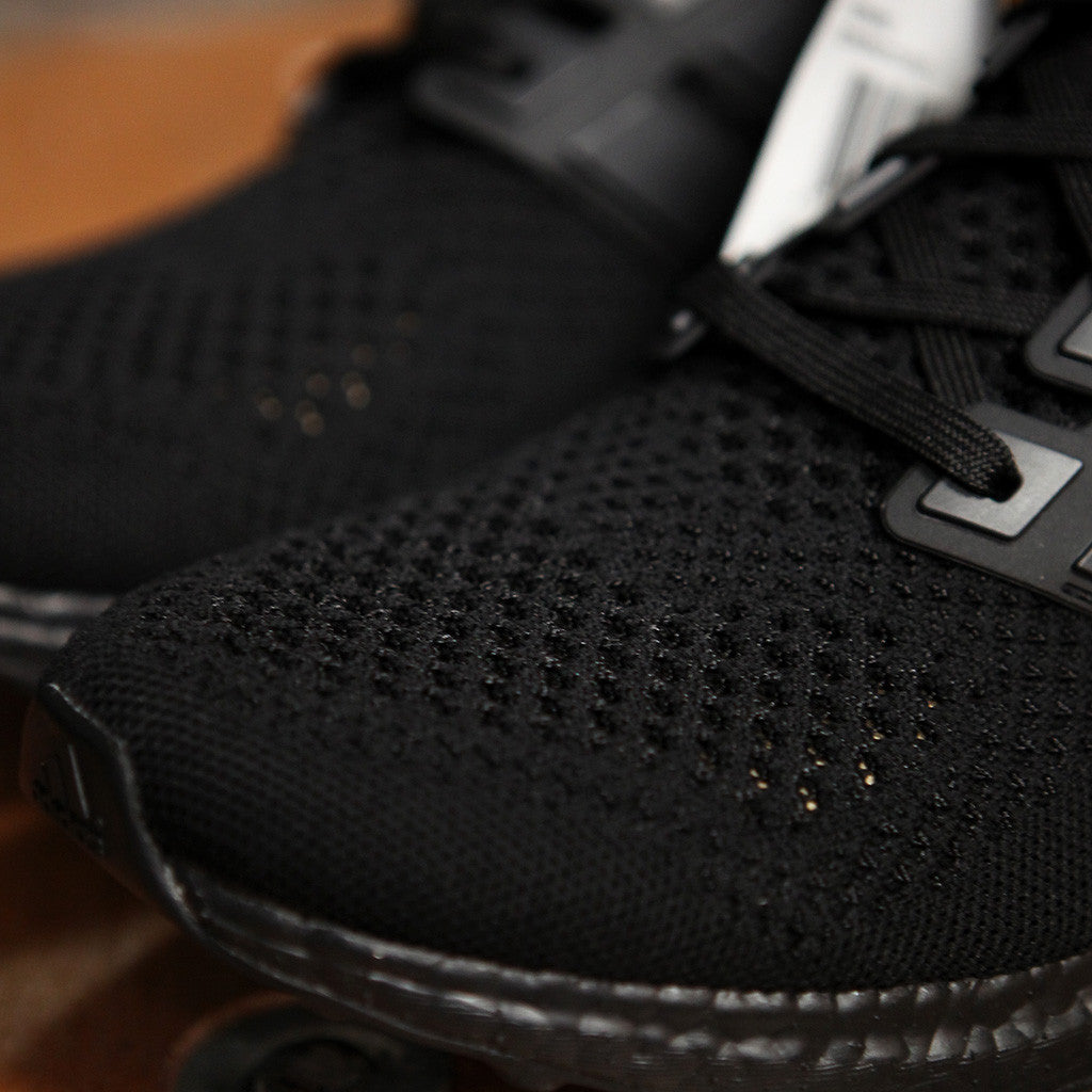 adidas UltraBOOST - TRIPLE BLACK