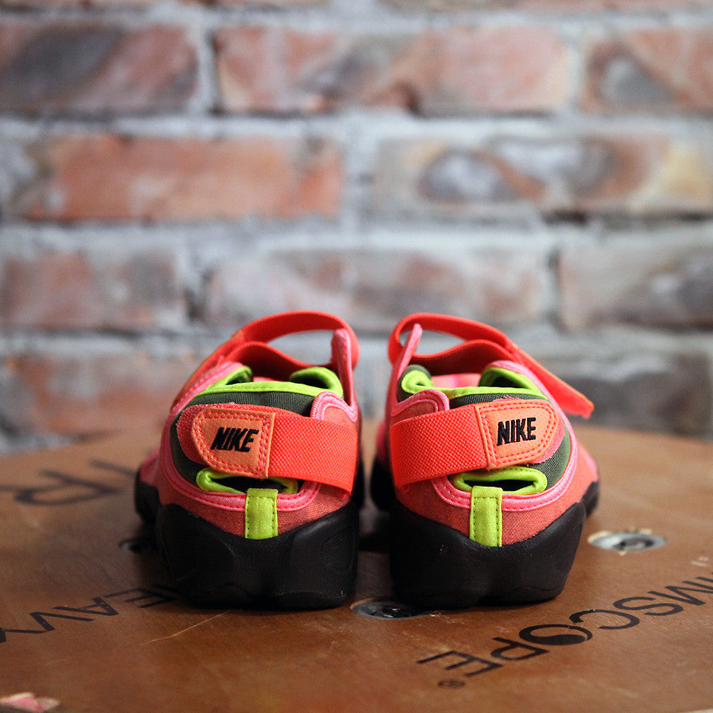 Nike AIR RIFT - HOT LAVA
