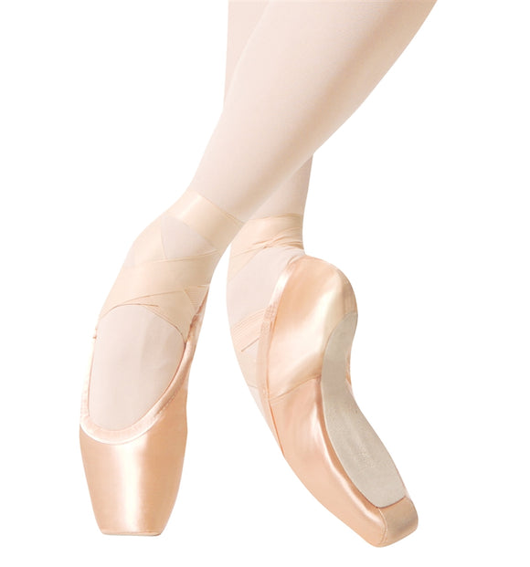 Sleek Pointe Shoes by Gaynor Minden