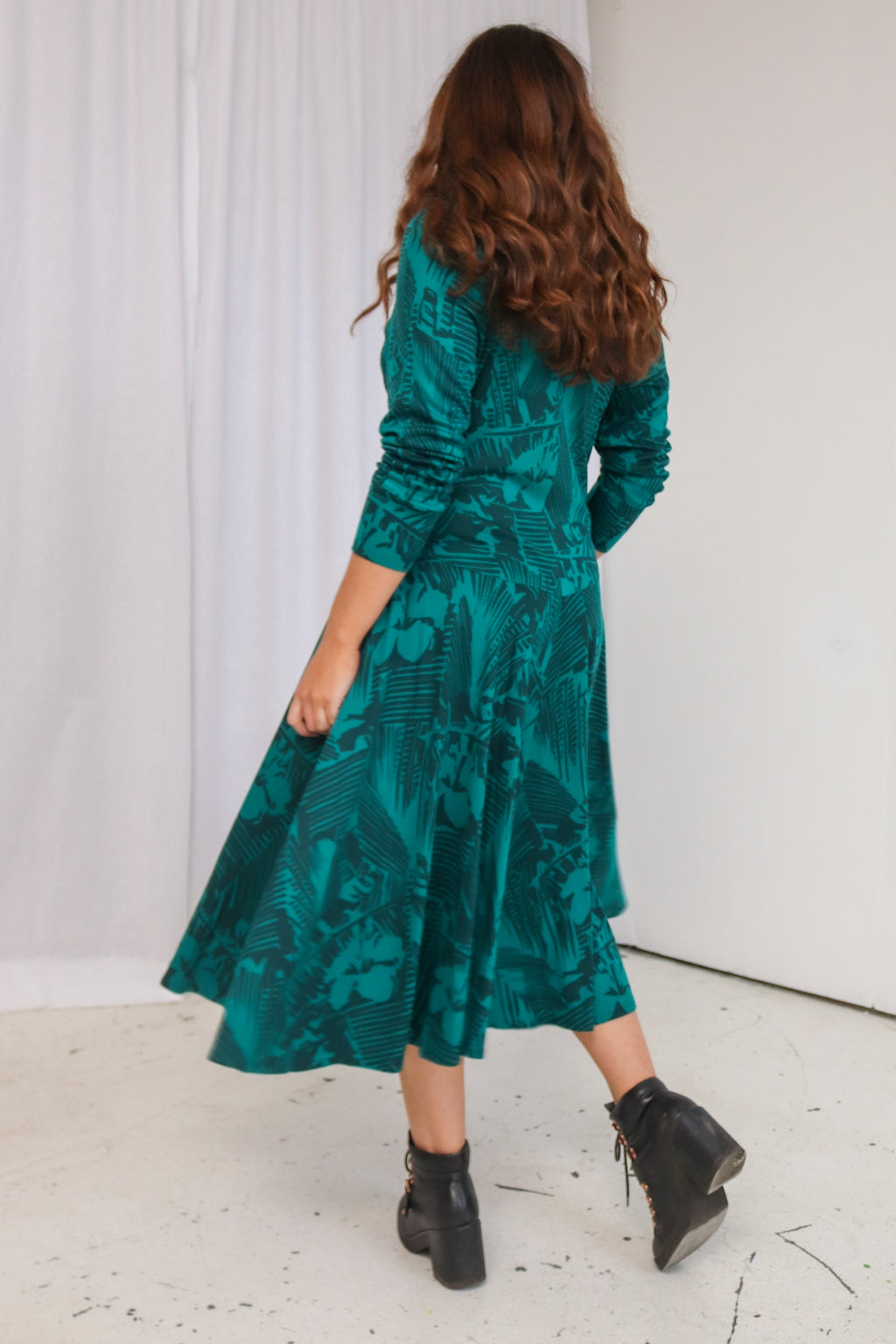 VintageMidi Dress in Green Hawaiian Print - Dirty Disco