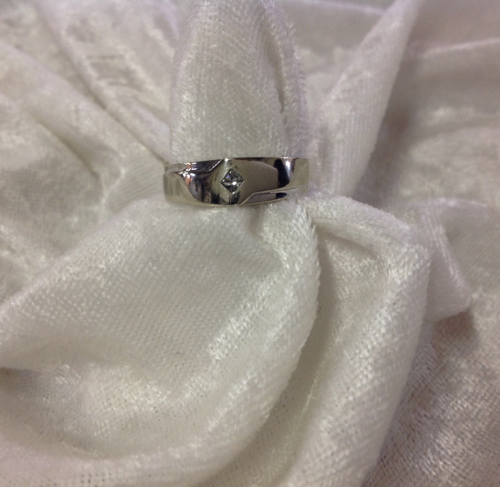 Men's 10K White Gold Solitaire Diamond Band