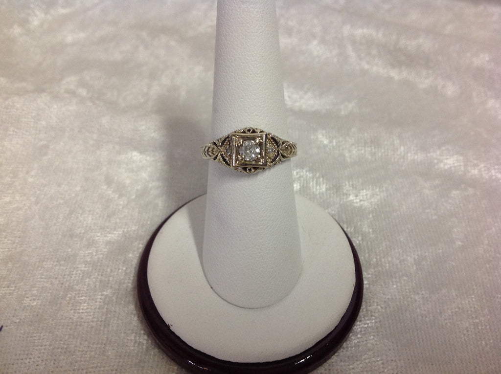 Vintage Diamond Engagement Ring in White Gold