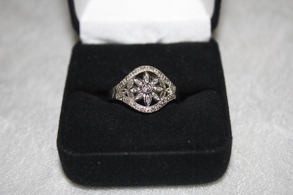 Ladie's Vintage 10K White Gold Floral Filigree and Diamond RIng