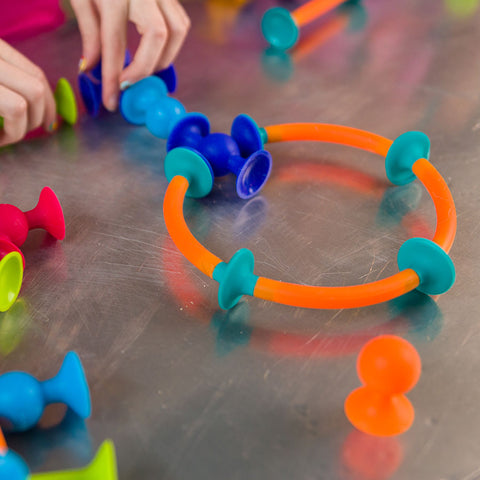 Squigz Starter Set by Fat Brain Toys