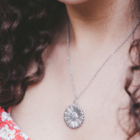 Daisy Hypoallergenic Necklace