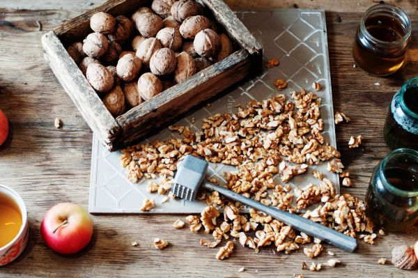 Crushed Walnuts To Eat As A Snack | ISA Professional