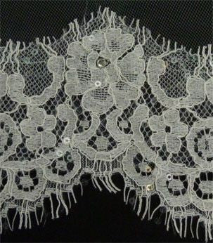 Couture Chantilly Lace Scaloped Edge Bridal Veil-Veils-Here Comes The Bling™