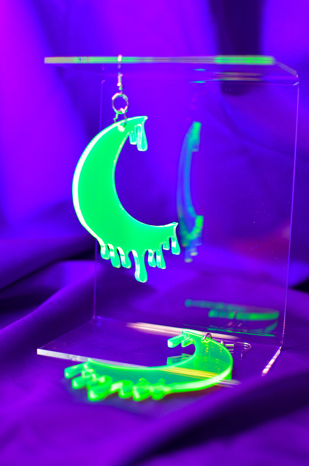 Drippy Moon Face Earrings - Green