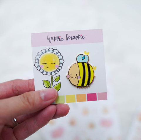 Pins : Happy Bee //  Magnetic Backing