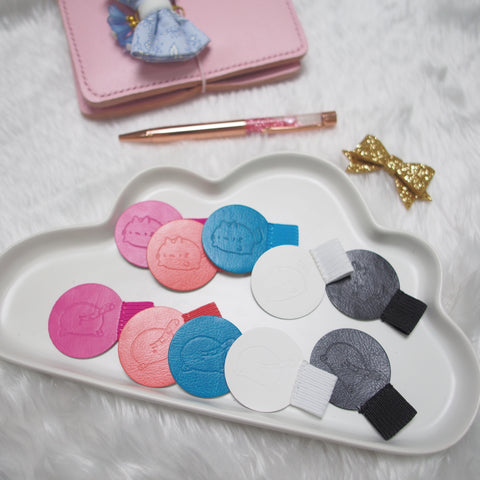 Stationery : Kitty Booties Adhesive Pen Loop